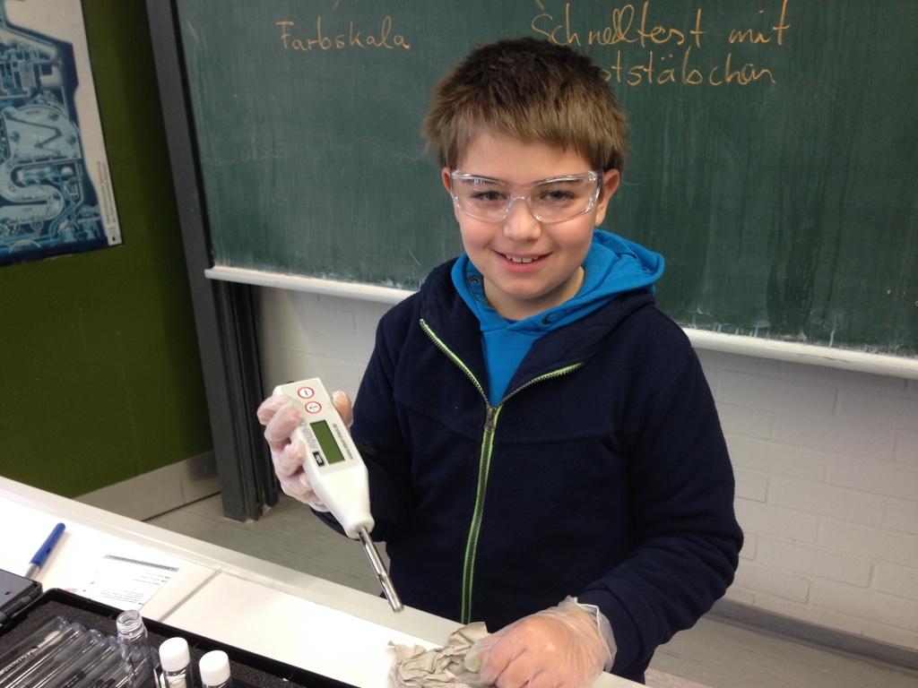 Schueler experimentieren teichwasser gesamtschule uerdingen for Teichwasser